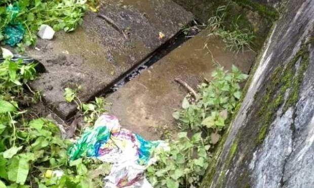 Colombia: Canaletas sucias producen filtración de agua (La Patria)