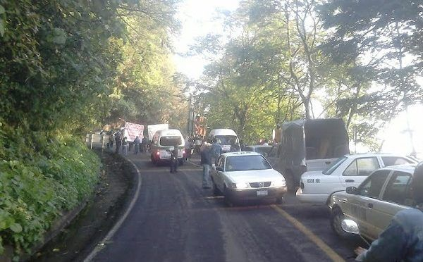 Hidalgo: Por falta de agua tras obra, bloquean la carretera México Tampico. (criterio)