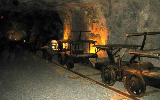 Zacatecas: El mayor productor de oro en el mundo suspende operaciones en mina (dossier político)