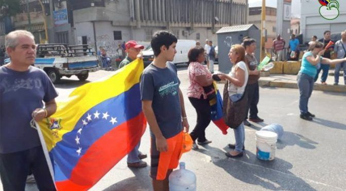 Venezuela: Los venezolanos están sedientos: Escasez de agua agudiza las protestas en Caracas ( apunto enlinea)
