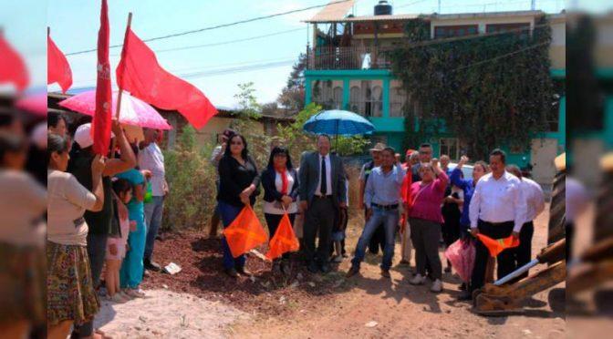 Michoacán: Celebran antorchistas inicio de instalación de red de agua potable en colonia de Ciudad Hidalgo (Noventa Grados)