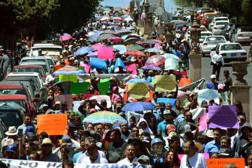 Zacatecas: Con marcha, miles exigen a Peñasquito cumplir con obras sociales (La jornada)