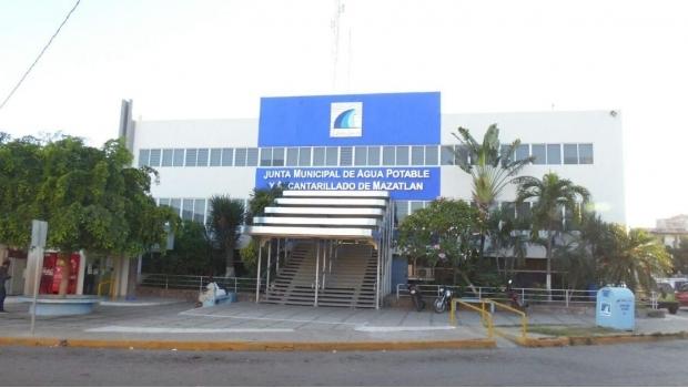 Sinaloa: Empleados saquean agua y la venden en colonias, acusa alcalde de Mazatlán (SDP Noticias)