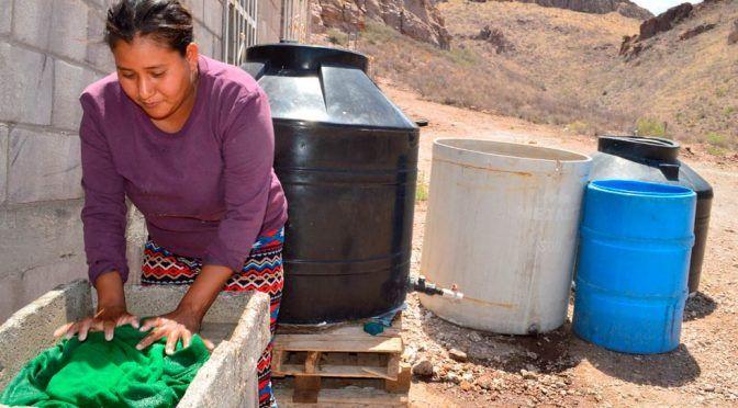 Chihuahua: Recolectan agua en la Ampliación Paso del Norte (El Diario de Chihuahua)