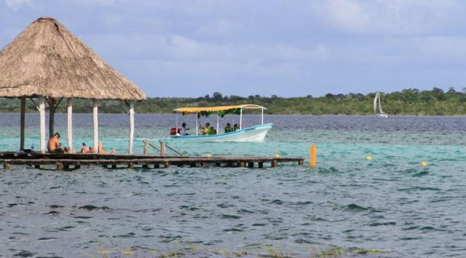 Quintana Roo: Laguna de Bacalar está perdiendo sus siete colores a causa de la contaminación (The New York Times)