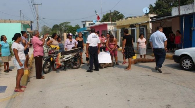 Tabasco: Bloquean calle en Frontera por agua sucia en tubería (Tabasco Hoy)