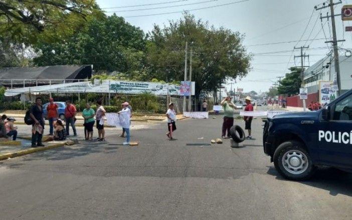 Tabasco: Arman bloqueo en Villa Las Fuentes por falta de agua (Tabasco HOY)
