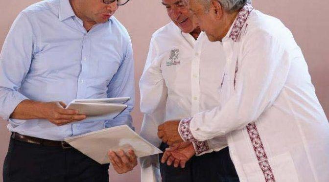 San Luis Potosí: Entrega Nava a AMLO paquete de proyectos (Exprés)