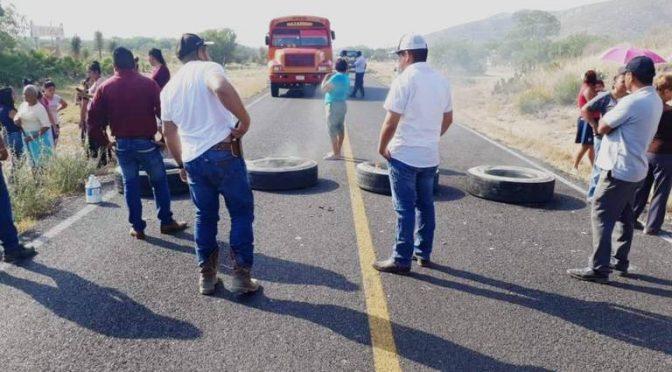 Coahuila: Bloquean carretera a Nazareno por falta de agua (El Sol de la Laguna)
