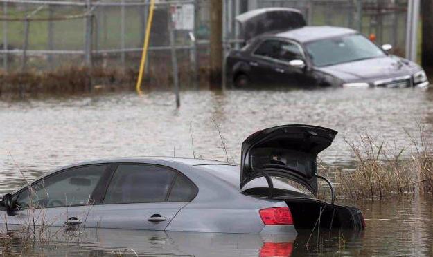 Texas: Más de mil estudiantes varados por inundaciones (El Mañana)