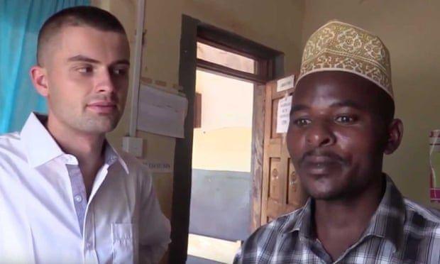 "Uganda:  Pastor da ""agua curativa"" a fieles; en realidad era dióxido de cloro (La Opinión)"