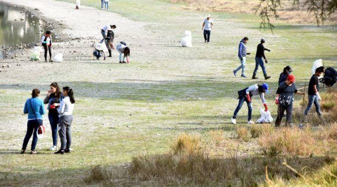 Estado de México: Estudiantes intentan rescatar laguna de Ojuelos (El Sol de Toluca)