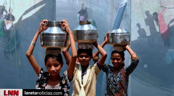 India:¿Bajarías sin protección 20 m para obtener agua de un pozo? Ellas no tienen opción (la neta noticias)