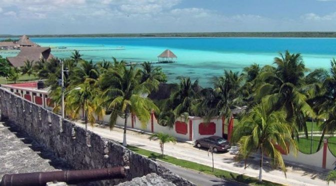 Quintana Roo: Los colores de la Laguna de Bacalar se diluyen, víctimas de la contaminación (Tribuna)