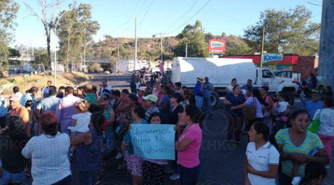 """Nayarit: """"Tenemos más de 5 meses sin agua"""", vecinos de Tepic bloquean Libramiento como protesta (XHKG)"""