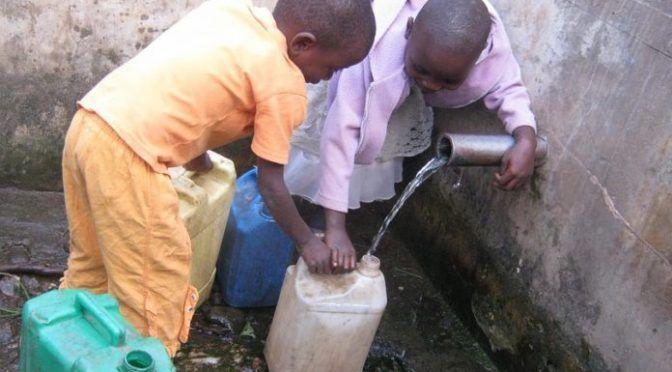 África: posee el triple de móviles que grifos de agua potable (ambientum)
