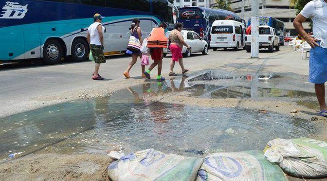 Acapulco: Descargas de aguas negras ahuyentan al turismo (El Sol de Acapulco)