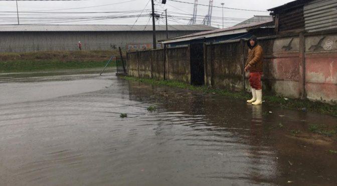 Chile: Siguen las inundaciones y se suspenden clases: sistema frontal sigue golpeando región del Bío Bío (BioBioChile)