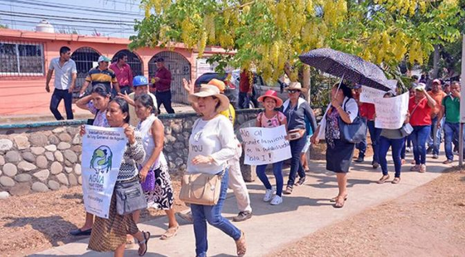 Tabasco: Organización campesina marcha por privatización del agua (El Heraldo de Tabasco)