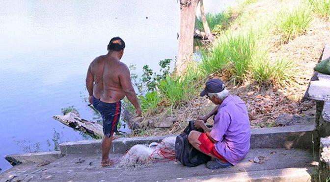 Tabasco: Pese a contaminación, pescan en la Laguna de las Ilusiones (El Heraldo de Tabasco)