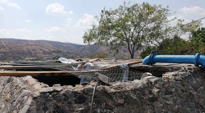 Acatlán:Tanque dañado deja a acatenos sin agua (El Popular)
