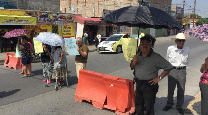 Coahuila: bloquean bulevar Revolución por falta de agua (El Siglo de Torreón)