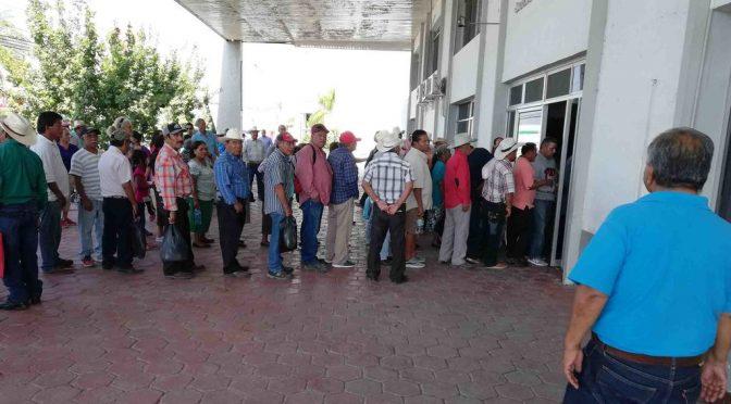 Se reúnen Barzón y Conagua por despojos (El Siglo de Torreón)