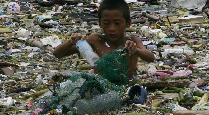 18 fotos que muestran lo contaminadas que pueden llegar a estar las aguas en las que se baña la gente en el mundo (Yahoo noticias)