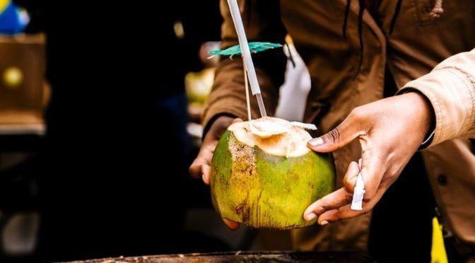 ¿Es el agua de coco realmente buena para ti? (Mundiario)