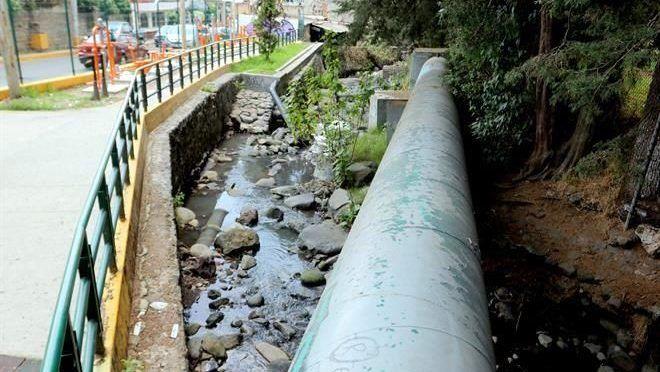 CDMX: Colecta desechos el Río Magdalena (Reforma)