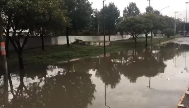 CDMX: Se inunda avenida Gran Canal tras lluvias de anoche (El Universal)