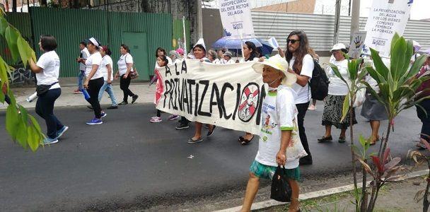 El Salvador: Ciudadanos reafirman rechazo a privatización del agua en Día Medio Ambiente (Kaosenlared)