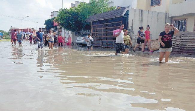 CDMX: Claman por ayuda afectados de inundación (El Universal)