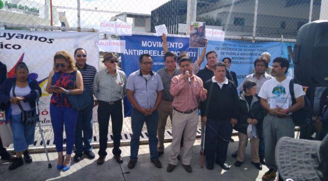 """Puebla: Al grito de """"fuera concesiones integrales"""", clausuran las oficinas en Plaza del Sol (La jornada de Oriente)"""