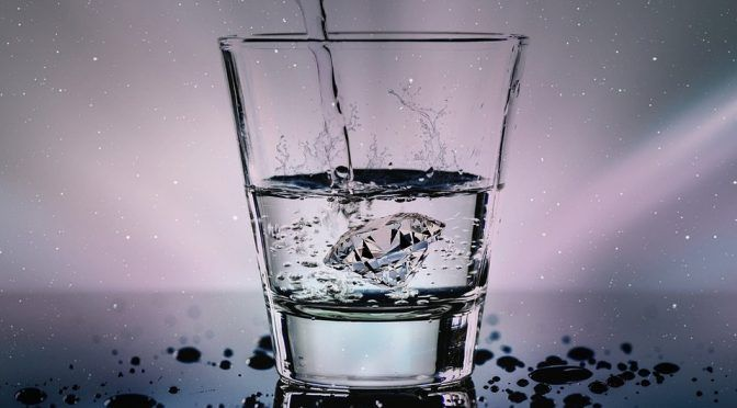 Informe revela altos niveles de arsénico en dos marcas de agua embotellada vendida en supermercados (Univisión 62)