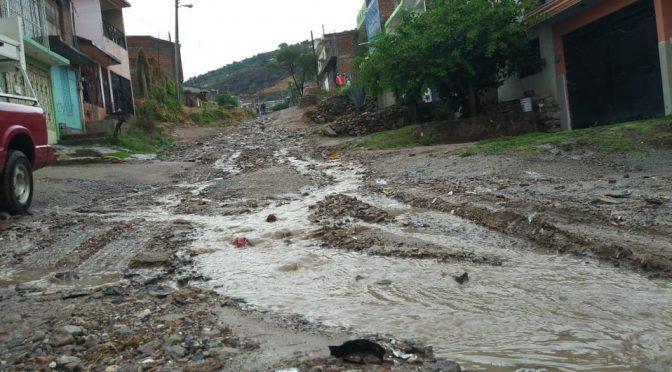 León: Sufren estragos colonias irregulares por lluvias (MILENIO)