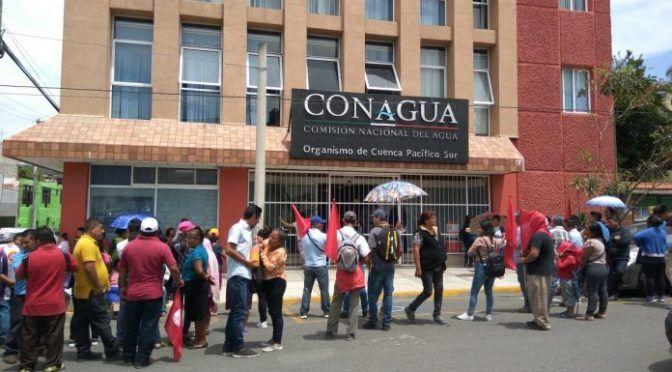 Oaxaca de Juárez: Protesta 14 de junio en CONAGUA por posible desalojó en el río Atoyac (Río Oaxaca)