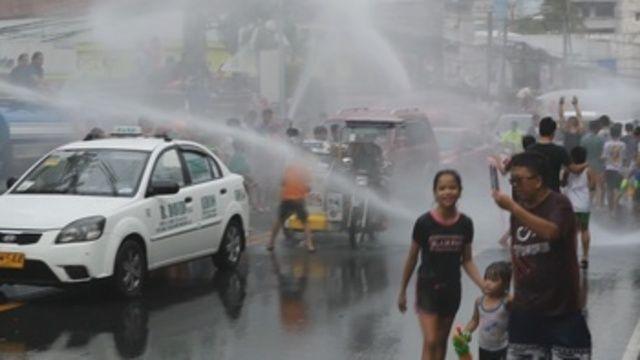 Filipinas: Festeja San Juan regado por litros de agua en plena sequía (EFE)