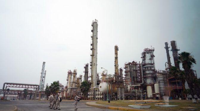 AMLO dijo no al fracking, pero Pemex ya tiene luz verde para usarlo en un campo (Expansión)
