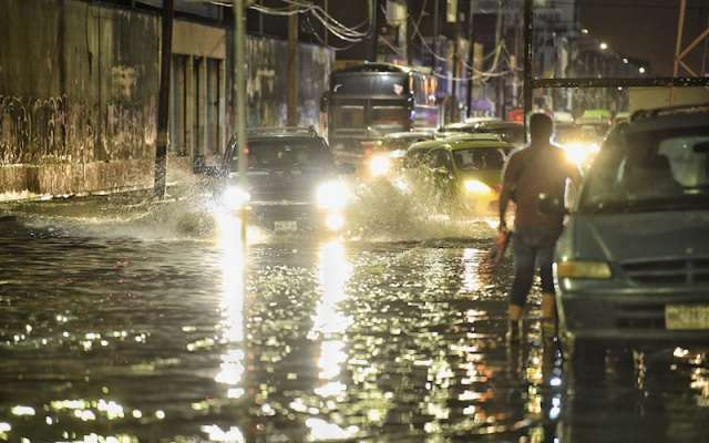 CDMX: Inundan aguas negras más de 100 viviendas en Nezahualcóyotl (La jornada)