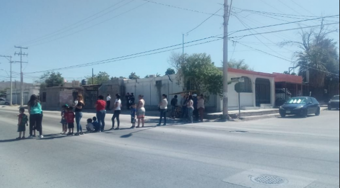 Hermosillo: Padres de familia protestan por falta de agua en escuela de sus hijos (Tribuna)