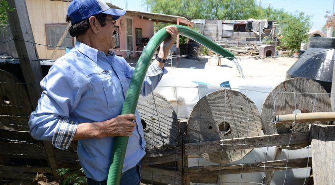 Nuevo Laredo: En NLD incrementa reparto de agua potable por calor (Milenio)