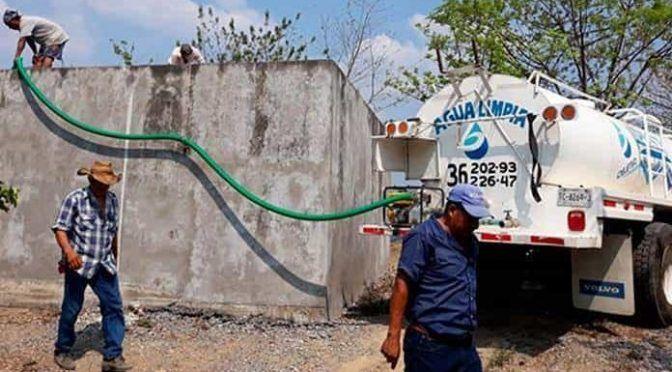 Tamazunchale: Pipas reparten agua en las comunidades (Pulso)