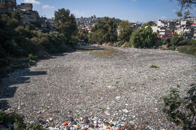 Vecinos convierten esta presa de CDMX en basurero (UnoTV)