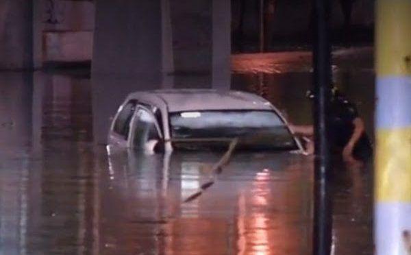 CDMX: Se desborda el río de los Remedios y desquicia la ciudad (am)