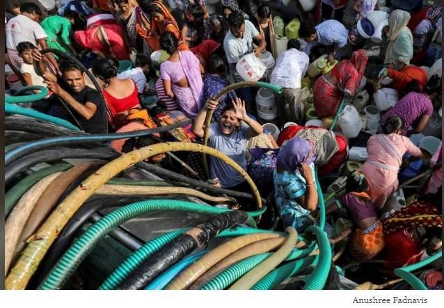 India: Sequía en Nueva Delhi: los ricos tienen agua a espuertas, los pobres luchan por cada gota (kaosenlared)