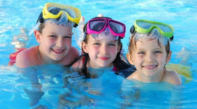 Diez consejos de una madre experta en seguridad en el agua para evitar ahogamientos en niños (Bebés y más)