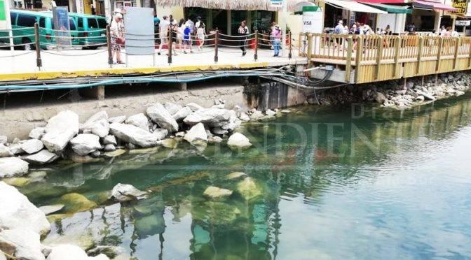 Baja California Sur: Aguas negras dañan espejo de agua de la Marina de CSL (Diario El Independiente)