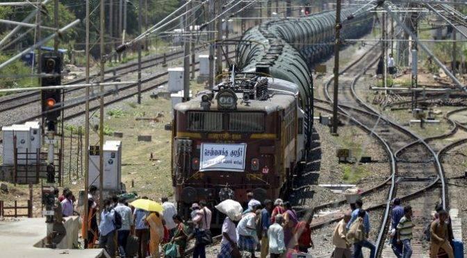 India:  Transportan 50 vagones con agua a ciudad afectada por la peor sequía en décadas (Apunto)