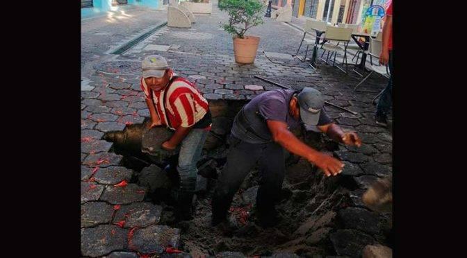 Lluvia provoca socavón de un metro en Tabasco (UnoTV)